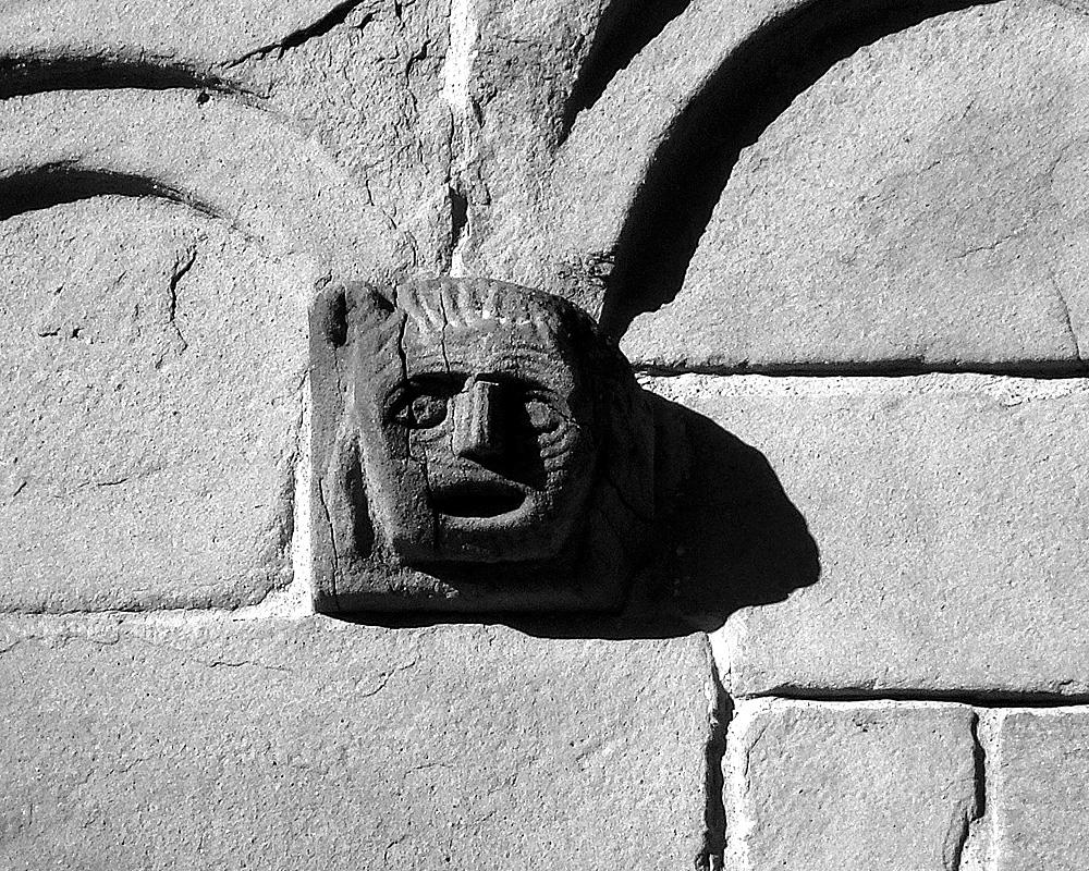 Teste apotropaiche - Pieve di Castelvecchio (Pistoia)
